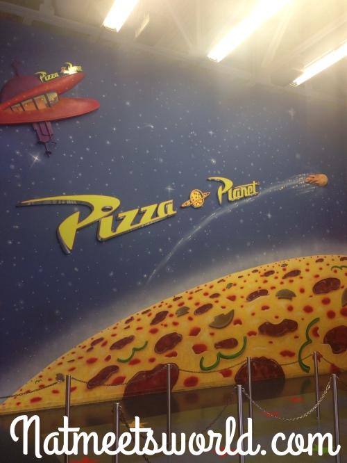 piza planet logo